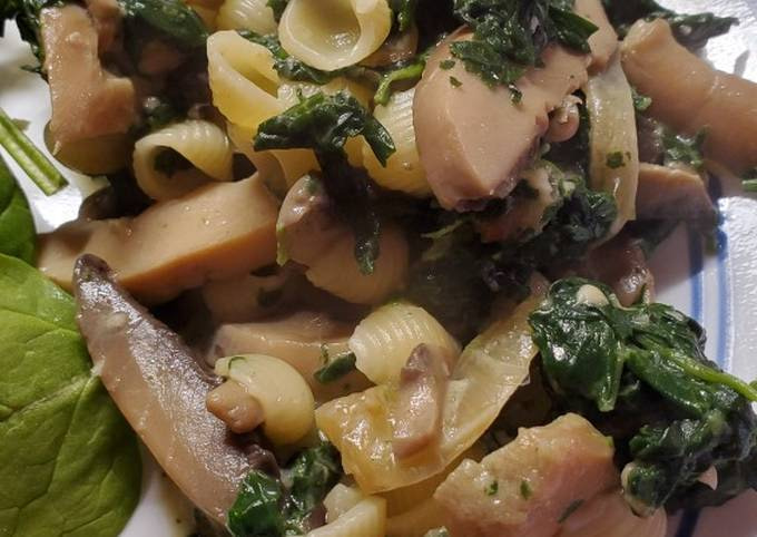 Shells with Spinach and Mushrooms