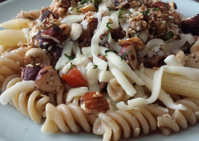 Pasta with beef mince and roasted nuts