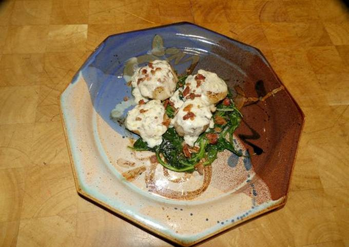 Seared Scallops with Wine Cream Sauce on Wilted Spinach
