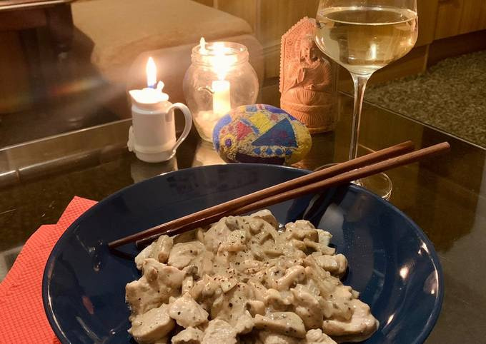One-pot Chicken with Mushrooms and White Wine sauce