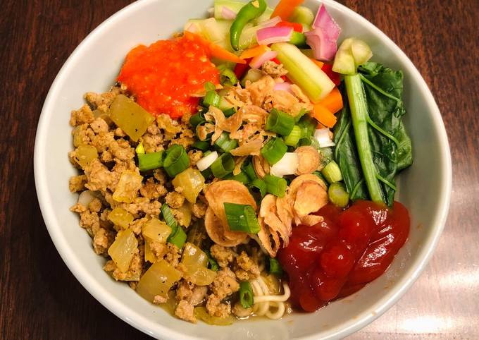 Ground Chicken Curry Noodles (Indonesian Mie Ayam)