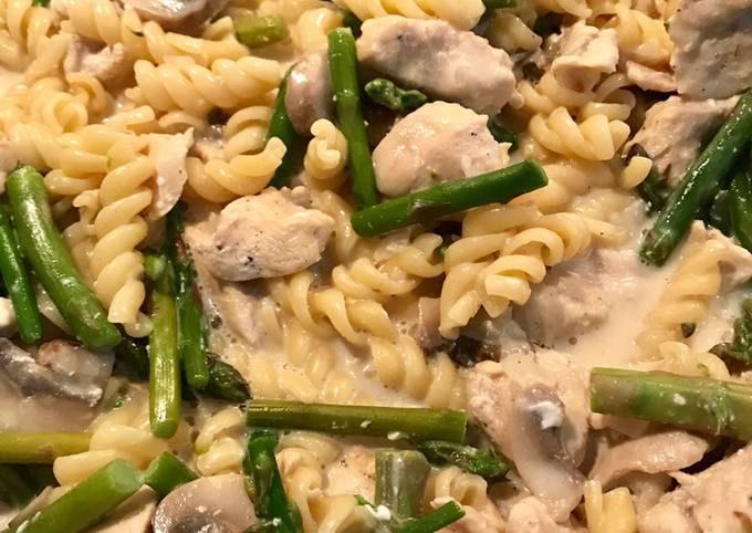 Chicken & asparagus one pot pasta