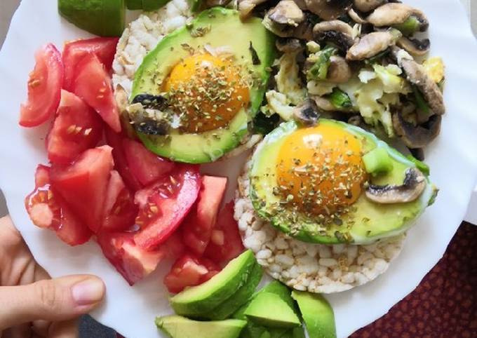 Eggs in avo with mushrooms and onion