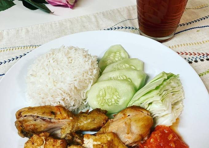 Ayam Penyet (Squeeze Chicken)