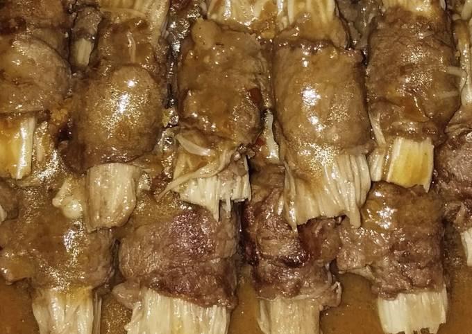 Enoki mushrooms beef rolls with satay sauce