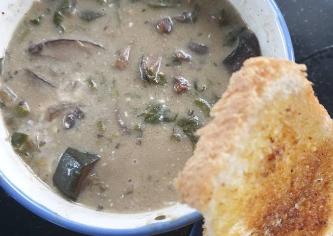 Vegan Slow Cooker Mushroom and Spinach Soup
