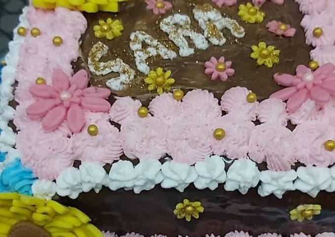 Cake with meringue buttercream frosting & Fondant flowers