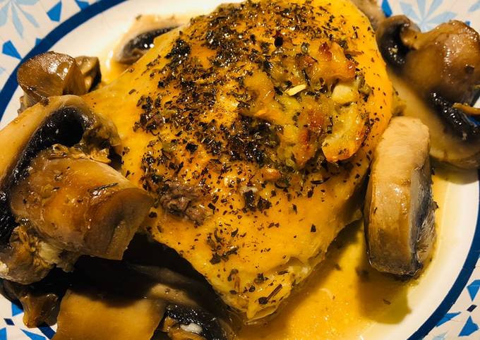 Baked Chicken with Mushrooms 🍄In White Wine 🍷