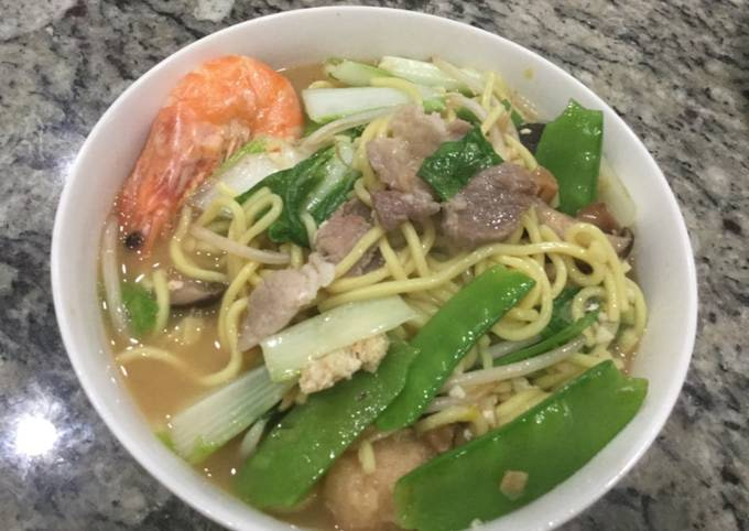 Assorted Taiwanese Noodle Soup 台灣的什錦麵